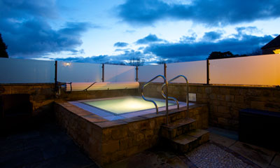 outdoor hydrotherapy pool